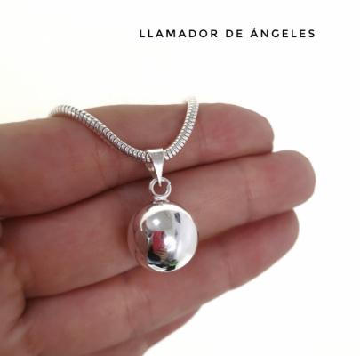 Llamador de angel en plata con bola interior para dar sonería